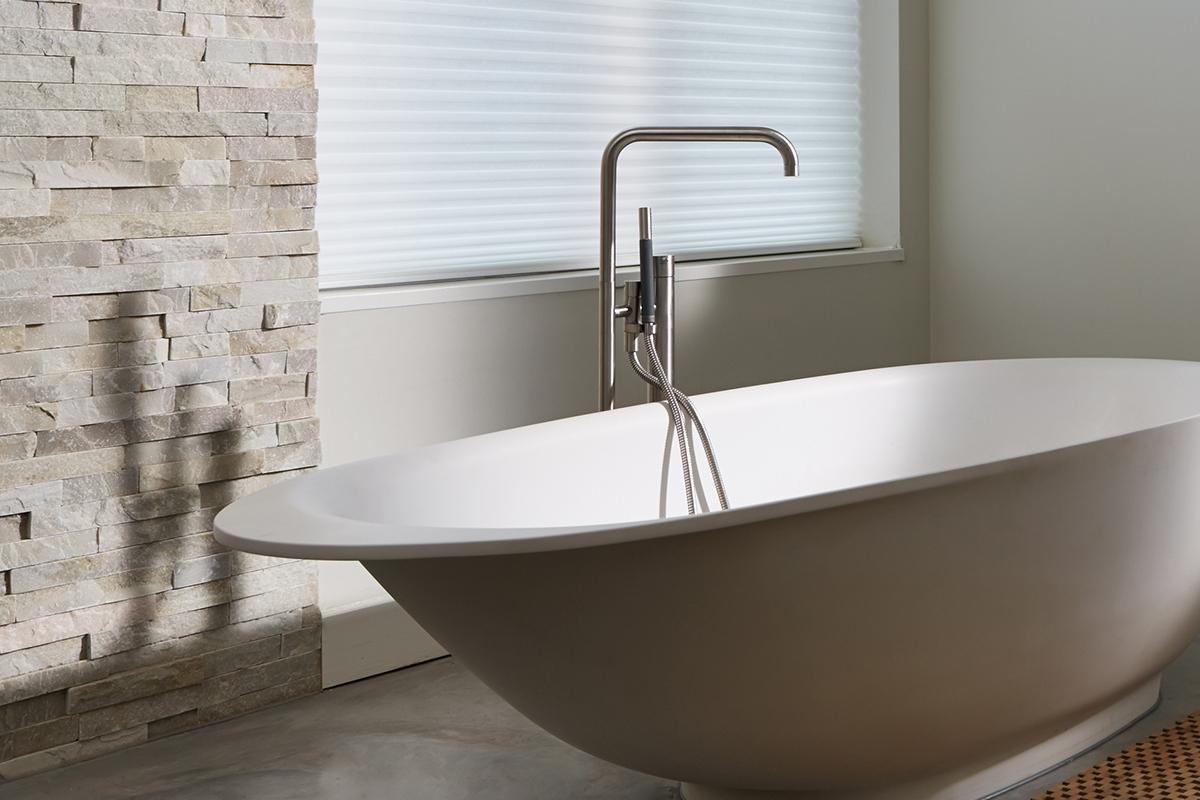 Badkamer betegelen: zo realiseren we de badkamer van uw dromen