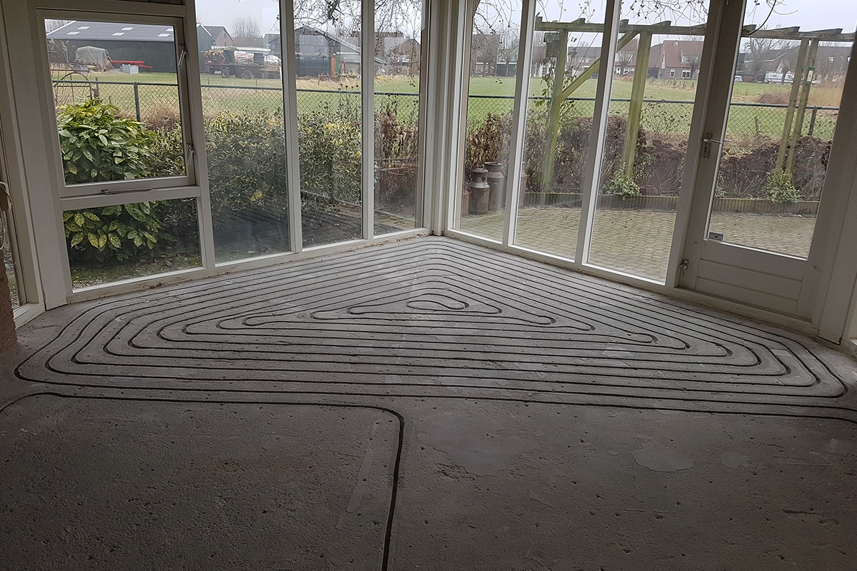 https://amelink.nl/files/artikelen/bouw/electra-verwarmen/vloerverwarming/artikel-vloerverwarming.jpg